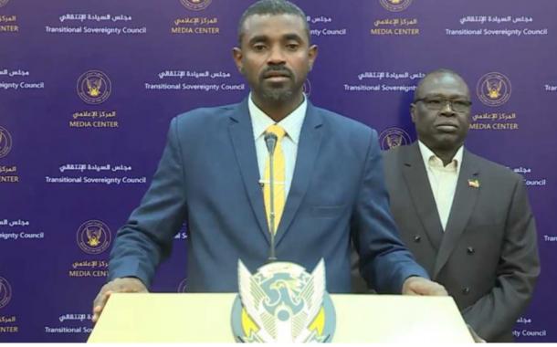 """وزير الشئون الدينية يدعو لآداء صلاة الجمعة """"خارج المساجد"""""""