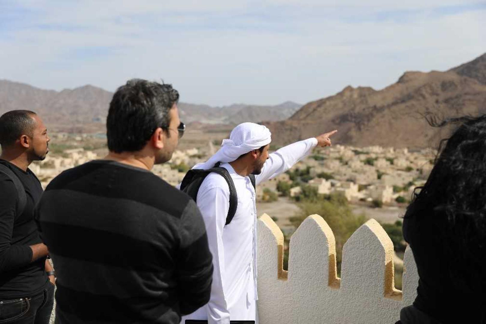 كلية دبي للسياحة تطلع مجموعة من شركات الإرشاد السياحي الوطنية على مستجدات القطاع